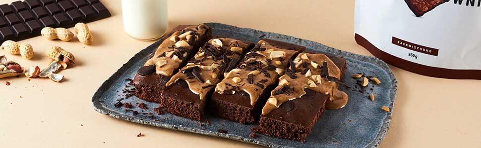 Brownies with peanut topping